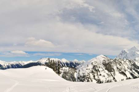 A panoramic view of Mt Shuksan